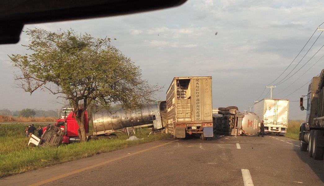 Carambola en la carretera Coatzacoalcos-Cárdenas deja 15 lesionados. (Noticieros Televisa)