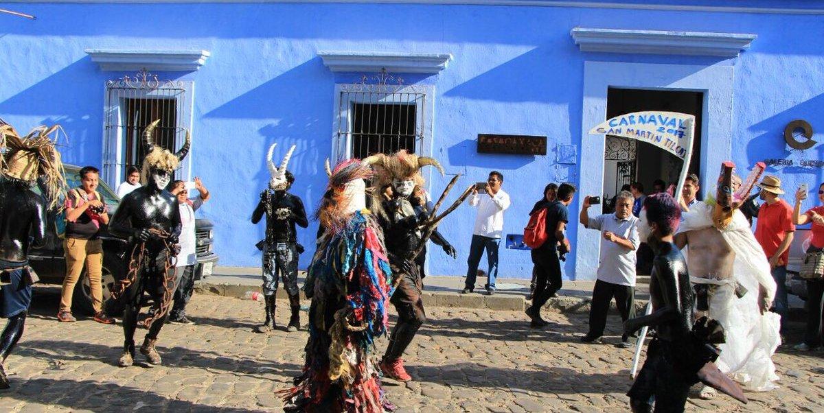 En el carnaval participan personajes de la cosmogonía indígena como diablos, guerreros o negritos. (Twitter: @TeInvitoaOaxaca)