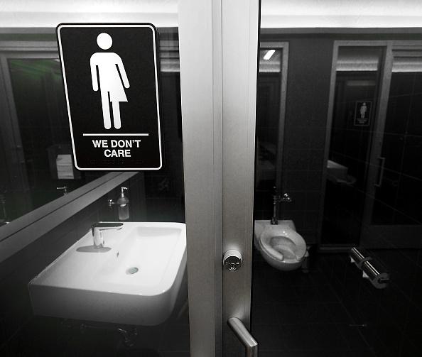 Establecimiento que lucha contra la discriminación en Carolina del Norte; el estado pierde millones de dólares por no proteger los derechos de la comunidad LGBT (Getty Images, archivo)