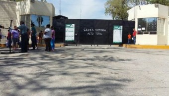 Entrada del Centro de Ejecución de Sanciones (Cedes) de Ciudad Victoria; autoridades contabilizan 29 reos fugados de la penitenciaría (Twitter @ReddeNoticiasTC, archivo)
