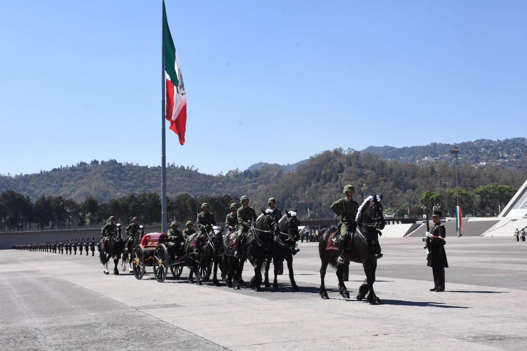 Ceremonia de Honores Fúnebres al extinto general Antonio Riviello Bazán en el Heroico Colegio Militar (@SEDENAmx)