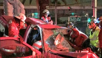 Taxista pierde el control de su vehículo y choca contra la fuente de las serpientes en Mixcoac (Twitter @Iberomed)