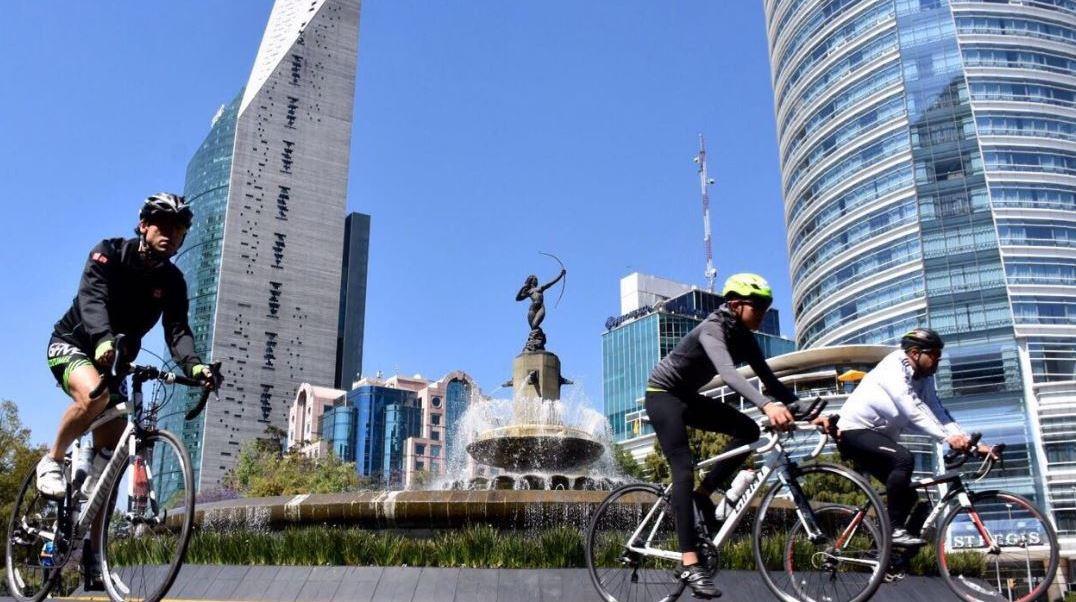 ciclistas en la ciudad de mexico