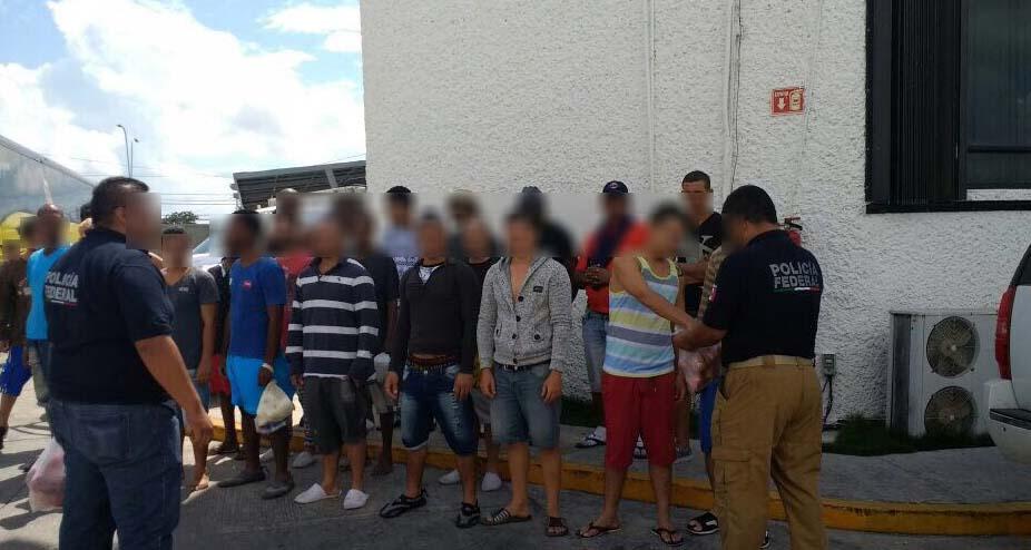 Policía Federal rescata a 31 inmigrantes cubanos secuestrados en Cancún