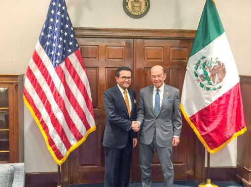 El titular de la Secretaría de Economía, Ildefonso Guajardo sostuvo una reunión con el secretario de Comercio de EU, Wilbur Ross. (@ildefonsogv)