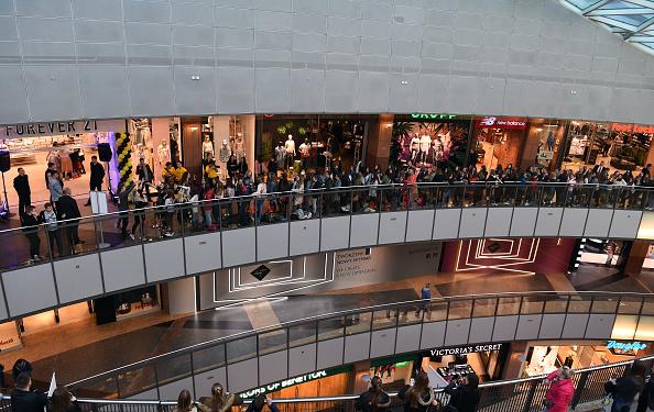 La evaluación de los consumidores de las condiciones actuales del mercado laboral mejoró de forma considerable. (Getty Images)