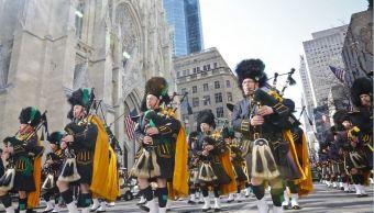 Las gaitas esmeraldas de la ciudad de NYPD marchan durante el desfile del día de St Patrick en Nueva York. (AP)
