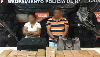 Detienen a dos personas en Coahuila por transportar marihuana en una maleta. (Comisión Estatal de Seguridad Coahuila)