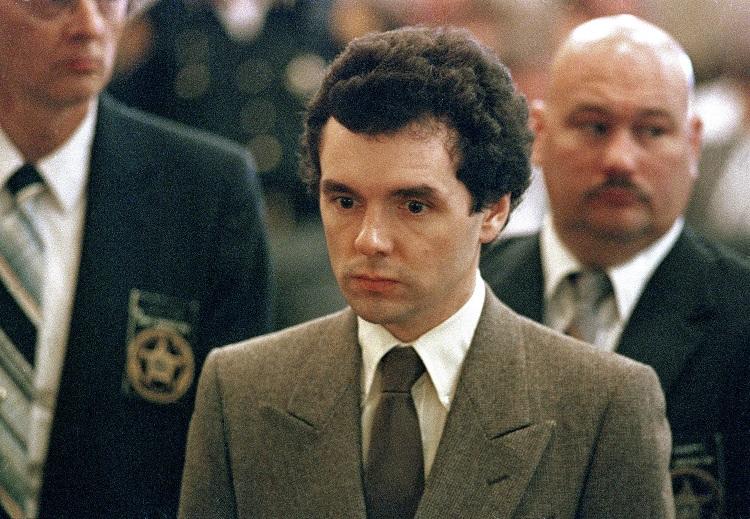 El Ángel de la Muerte comparecen en juicio, en 1987; Donald Harvey muere por una agresión dentro de prisión (AP, archivo)