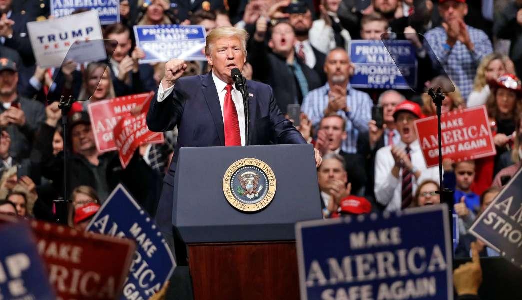 Donald Trump criticó el bloqueo de su orden migratoria por un juez de Hawaii.