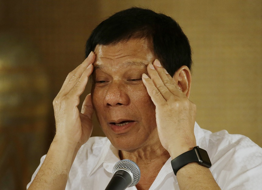 Seríamos destruidos en una guerra con China — Duterte admite