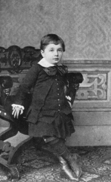 El matemático alemán, Albert Einstein (1879-1955), posa para una fotografía cuando era niño (Getty Images)