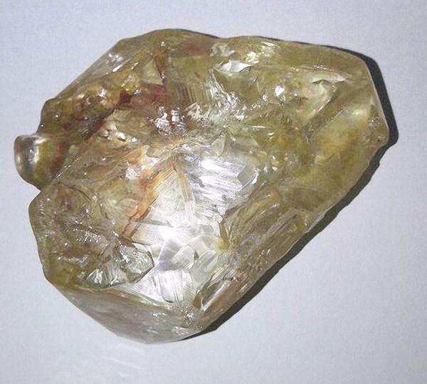 El diamante fue hallado en la provincia de Kono, Sierra Leona.