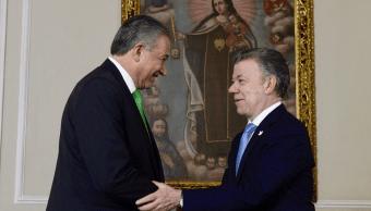 El nuevo vicepresidente de Colombia, Oscar Naranjo, y el presidente Juan Manuel Santos. (@JuanManSantos)