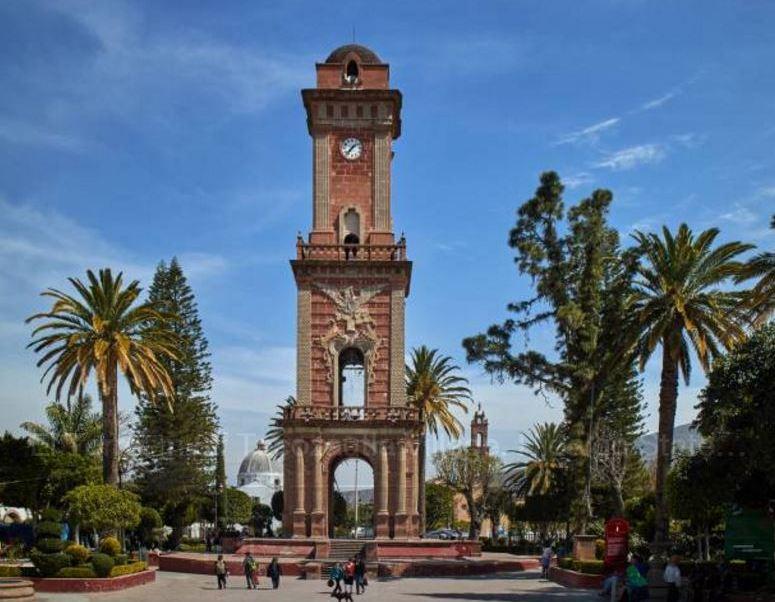 Este domingo inicia el horario de verano en México; vista de la torre del reloj en Tecozautla, Hidalgo. (Getty Images, Archivo)