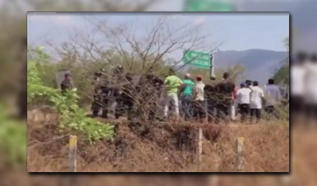 Agresión contra policías de Guerrero (Noticieros Televisa)