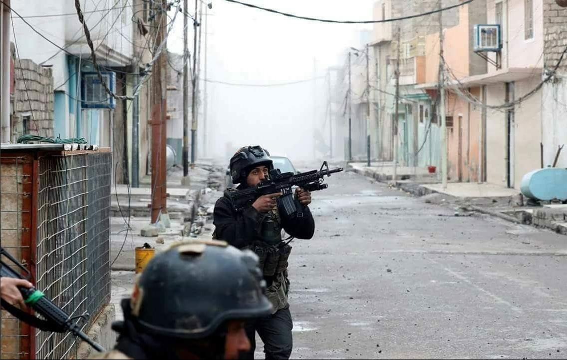 Fuerzas iraquíes se despliegan por los barrios de Al Yadida y Al Naft, en Mosul (Twitter @iraqicts)