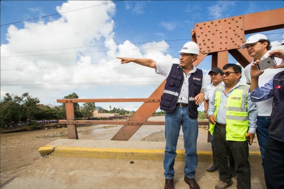 Funcionarios de Perú supervisan los trabajos de rehabilitación de las vías de comunicación afectadas por las fuertes lluvias (@MTC_GobPeru)