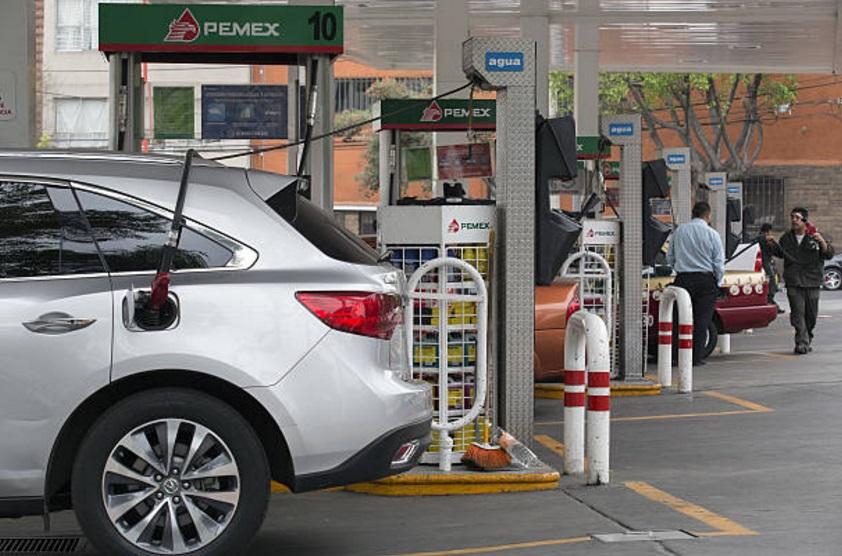 De este sábado al lunes 27, los precios máximos de las gasolinas se ubican en 16.45 pesos para la Magna y 18.23 pesos para la Premium (Getty Images)