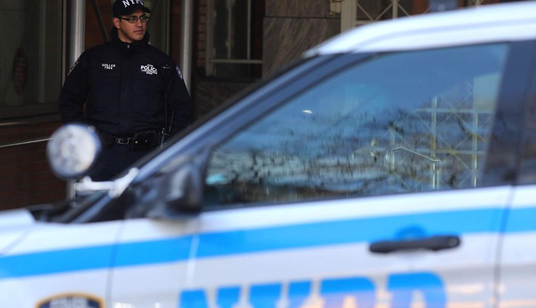 Fotografía que muestra a un elemento policía de la ciudad de Nueva York (Getty Images/archivo)