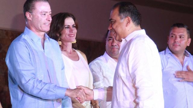 Gobernador de Guerrero entrega entrega de Tianguis Turístico a Mazatlán. (Notimex)