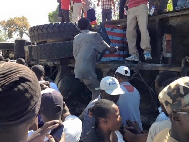 El autobús y varios pasajeros están bajo control de las autoridades (Notimex) El autobús y varios pasajeros están bajo control de las autoridades (Notimex)