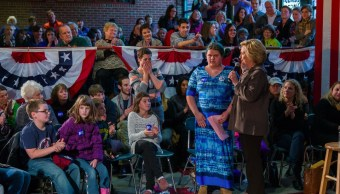 Tras celebrar la retirada del Congreso de la reforma sanitaria de Trump, la excandidata demócrata a la presidencia de Estados Unidos, Hillary Clinton, expuso en su cuenta de Twitter el caso de personas vulnerables como 'Angelina', una joven con autismo. (Twitter: @HillaryClinton)