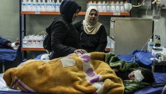 La madre y la tía de un niño herido es atendido en el distrito de Gogjali en Mosul, Irak. (AP/archivo)