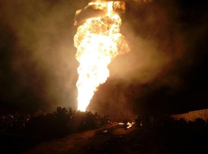 Se registra la explosión de un ducto de Pemex en las inmediaciones de Pachuca cuando extraía gasolina de una toma clandestina (Twitter @Noticiasenfasis)