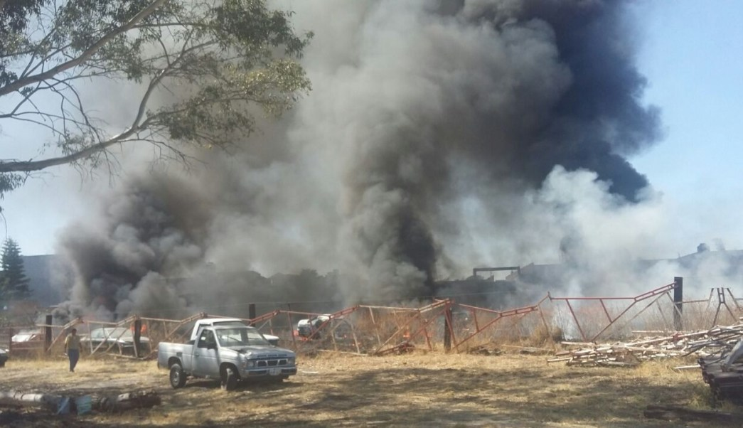 Durante más de 6 horas, bomberos de Acámbaro y personal de Protección Civil trabajaron para controlar el incendio