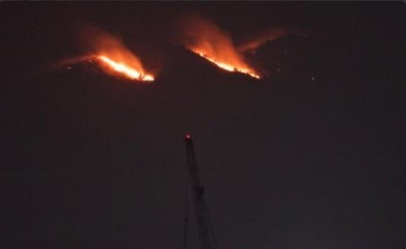 Incendio en el Pico del Águila, en el Ajusco; la temporada de incendios forestales en México abarca nueve meses (Twitter @javalverde)