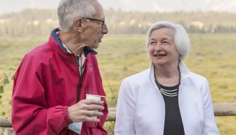 Janet Yellen y Stanley Fischer, funcionarios de la Reserva Federal, se han pronunciado en torno de la política monetaria de Estados Unidos. (Getty Images)