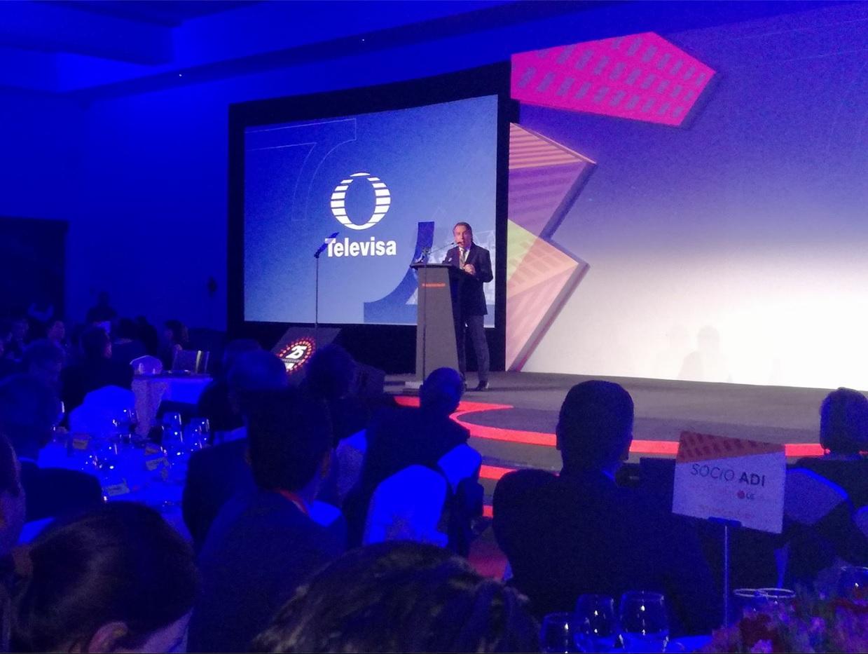 Emilio Azcárraga Jean participó en la Cena de Gala The Real Estate Show 2017; dice que Televisa apuesta por la conectividad en México (Facebook- The Real Estate Show)