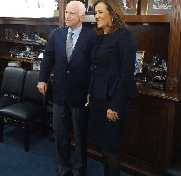 John McCain y Margarita Zavala. (@Mzavalagc)