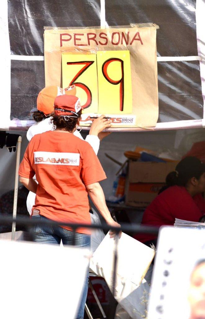 Exhuman 11 cuerpos de fosa común en Jojutla, Morelos