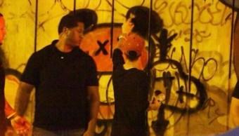 En su última gira por Brasil el cantante Justin Bieber hizo pintas en un muro del hotel en Sao Conrado. (@larryp0rnz)