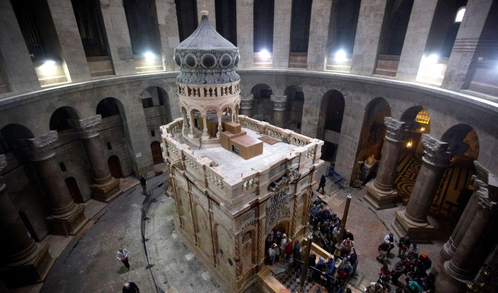 La iglesia se encuentra, de acuerdo con la creencia religiosa, en el lugar exacto en el que nació Jesucristo.
