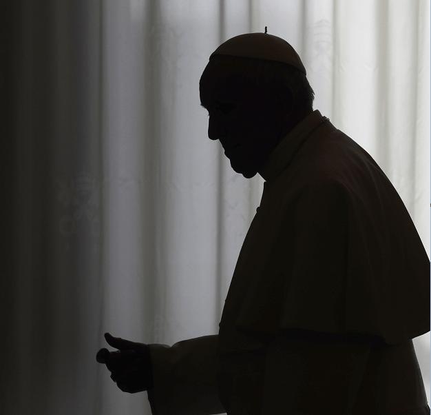 La silueta del papa Francisco en el Vaticano. (AP, archivo)