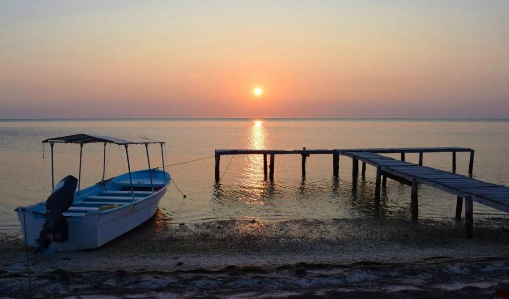En los últimos días se reportaron diversos asaltos en alta mar, principalmente frente a la costa de la comunidad pesquera de Isla Arena, al norte de Campeche. (Twitter: @SECTUR_mx/Archivo)