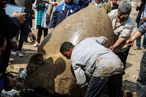 Las estatuas podrían ser de Ramsés II y del rey Seti I.