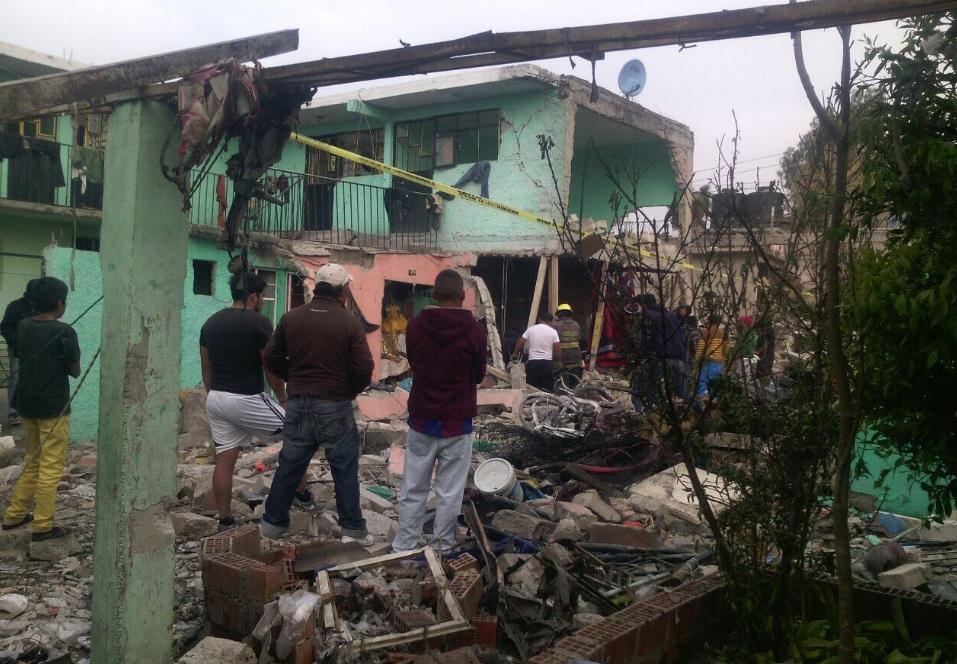 Explosión en Tultepec deja al menos tres muertos