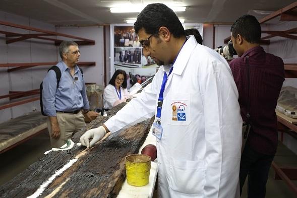 Los expertos dicen que han hallado hasta ahora 700 piezas de la embarcación del faraón Keops.