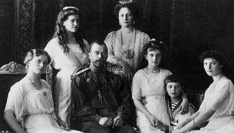 etrato del zar de Rusia, Nicolás II, con su familia las duquesas Olga, Marie, Anastasia, el duque Czarevitch Alexis, la duquesa Tatiana y su esposa Czarina (Getty Images)