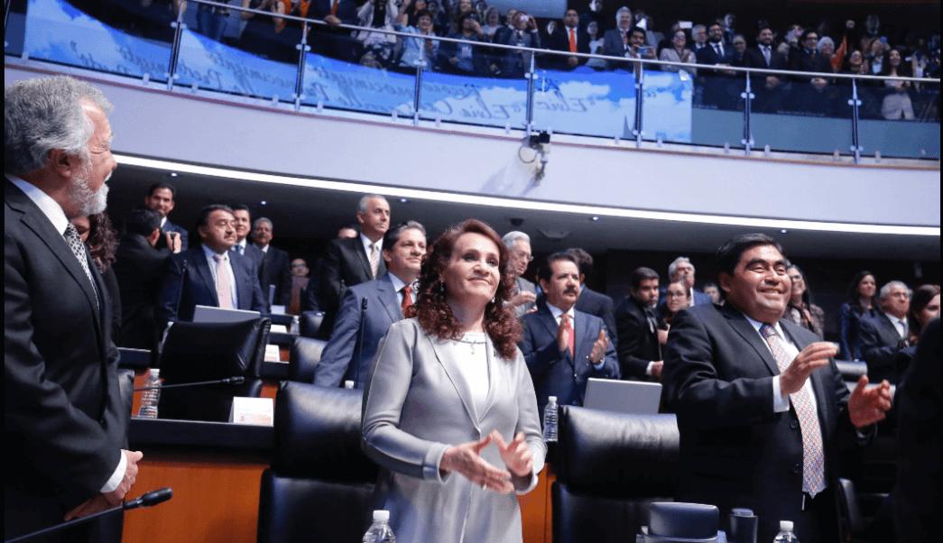 """""""Para el Senado sigo siendo el coordinador, aunque la opinión de algunas fuentes lleve a una posición en otro sentido, todo el poder de los enemigos de López Obrador en el PRD no les ha alcanzado para removerme como coordinador"""", expresó Barbosa. (@MBarbosaMX)"""
