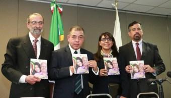 La Condusef y el IME lanzan la guía para migrantes 'Mas vale estar preparados'