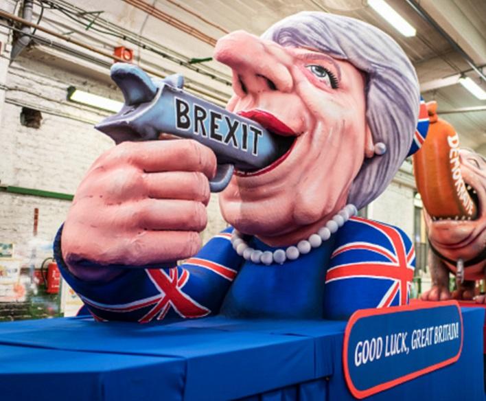 La sátira política domina los desfiles con carro alegórico dedicado a la primera ministra británica Theresa May (Getty Images/archivo)
