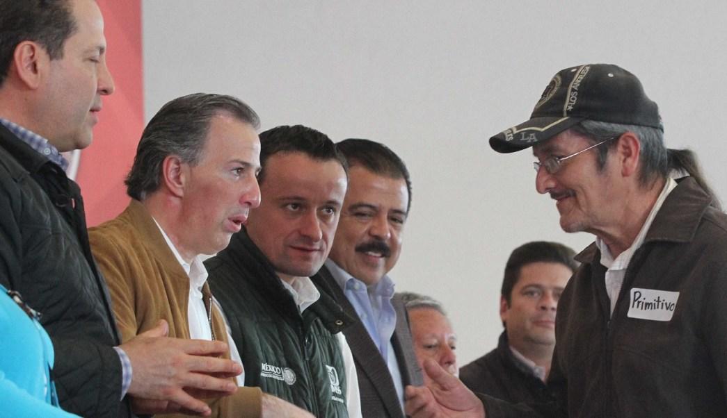 El secretario de Hacienda, José Antonio Meade, el gobernador del Estado de México, Eruviel Ávila y el director del IMSS, Mikel Arriola, encabezaron un acto de recuperación de ahorro para el retiro en Ecatepec. (Notimex)