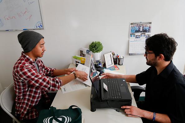 Mexicanos que viven de manera ilegal en Estados Unidos podrán proteger sus cuentas bancarias (Getty Images/Archivo)