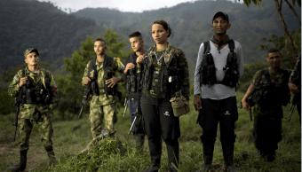 Miembros del 36º Frente de las Fuerzas Armadas Revolucionarias de Colombia en un campamento en el estado de Antioquia. (AP, archivo)