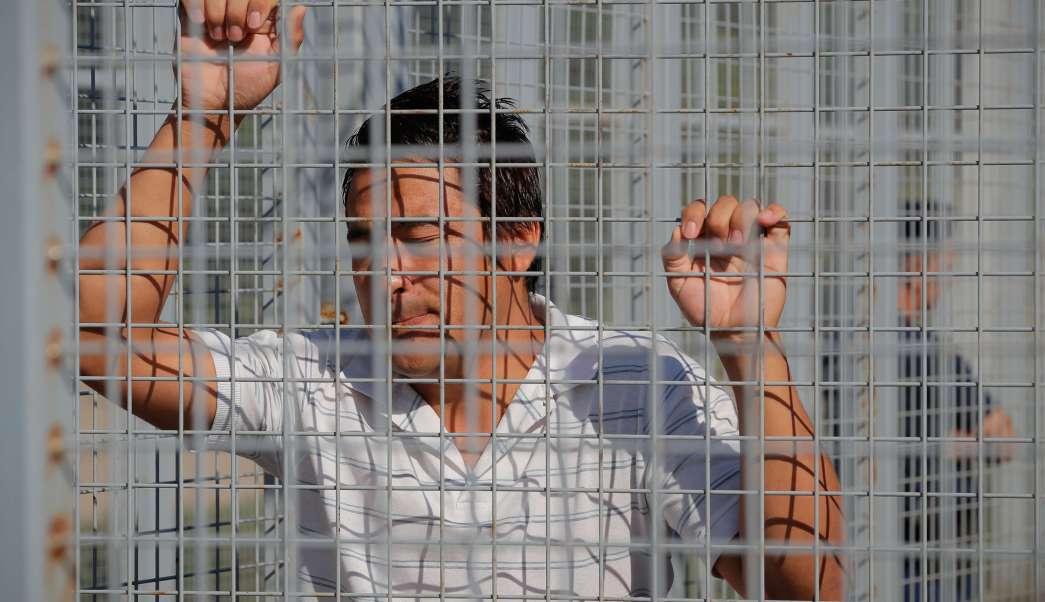 Migrante afgano retenido en la frontera de Hungría con Serbia (Ap, archivo)